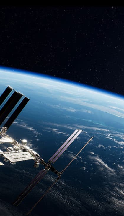 Earthlight : Spacewalk